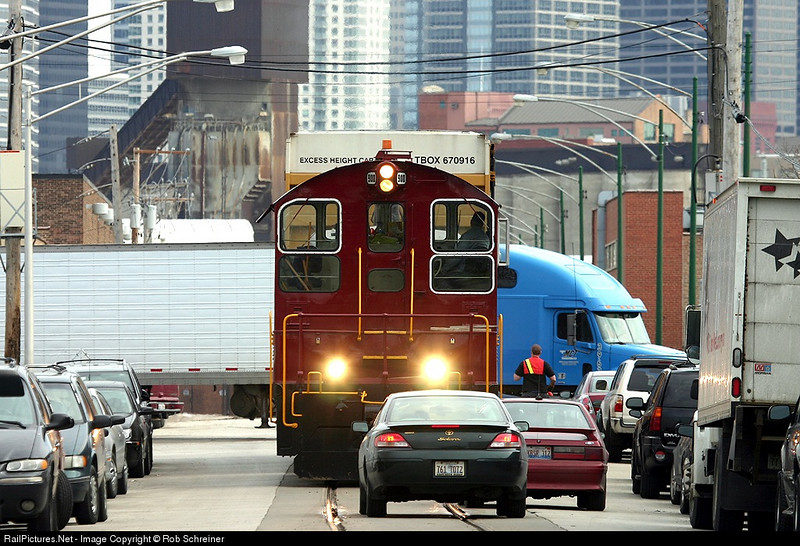The Chicago Terminal switcher works thru traffic on Goose Island.