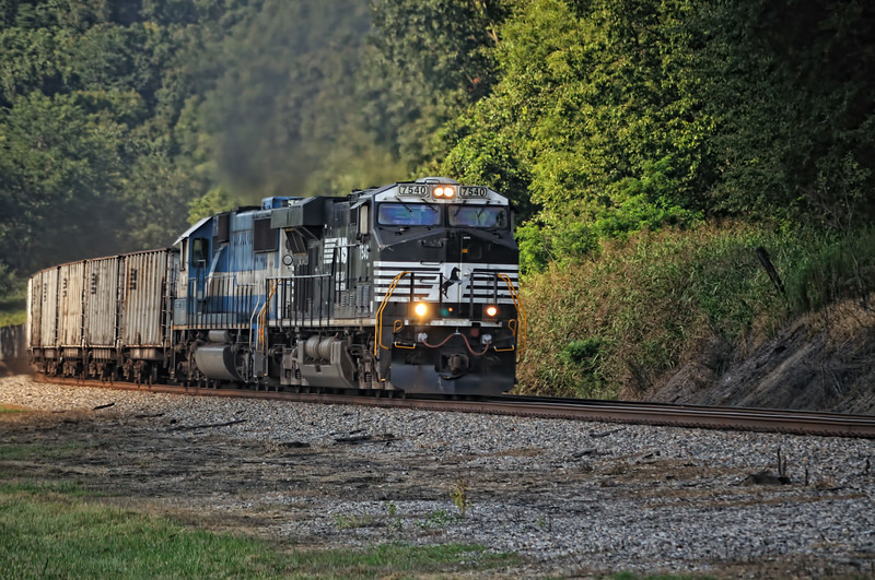 Norfolk & Southern pulling coal hoppers out of Ironton, Ohio