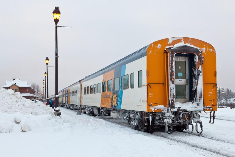 Cochrane 2010 December 21st. Polar Bear Express on platform.