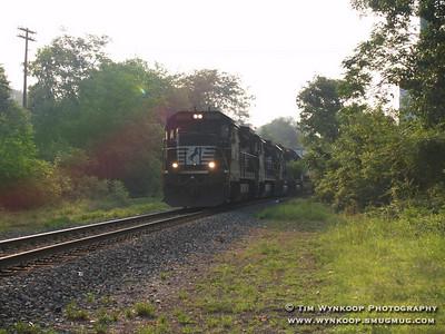 Norfolk Southern #3528, westbound through Phillipsburg, NJ.