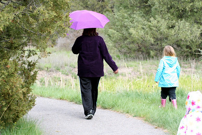 On our walk it was raining a little. Aunt Yolanda & Anissa.