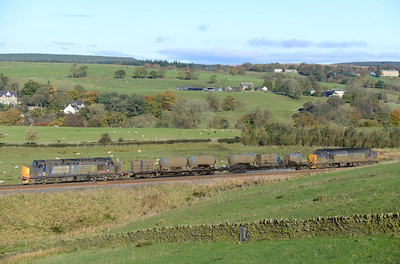 The filthy RHTT passes Gilsland with 37425 & 37409 top & tail, 10/11/13.