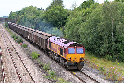 66065 brings the 6A29 17.56 Wentloog to Didcot Yard Wagonload service eastbound past Undy. 12/07/2011