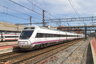 Alvia EMU sets 120 359 & 120 364 arrive at Valladolid forming ALV 4186 09.20 Bilbao Abando to Madrid-Chamartin service. Thursday 20th April 2017.