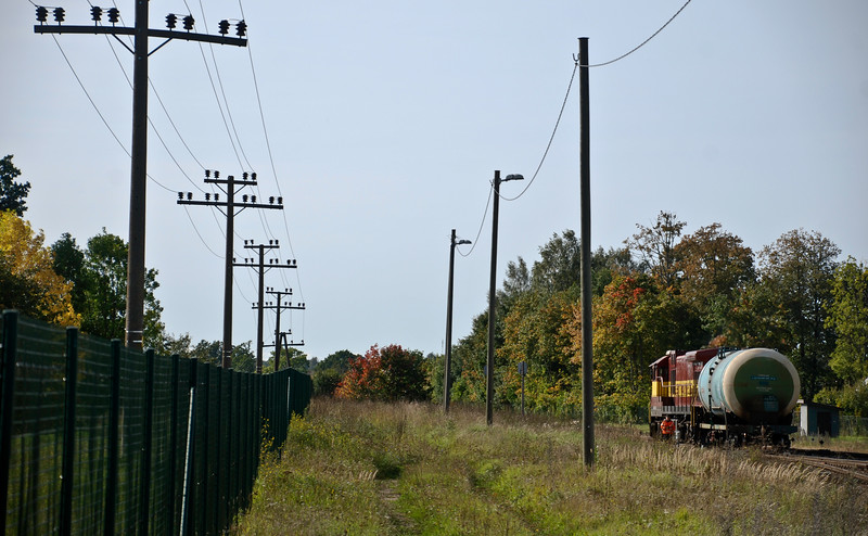 You can get from the capital of Latvia to the capital of Estonia via Valga but its a long haul involving a change at Valga from the former Soviet-era Latvian units to the modern Estonian units. Here some shunting is going on just to the south of Valga station.