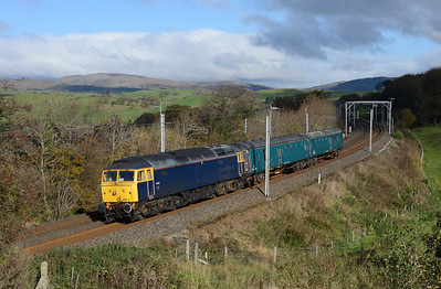 47812 hauls 2 barrier coaches from Carlisle-Leicester near Oxenholme on 28/10/18.