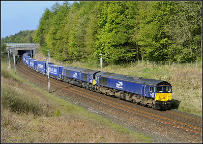 2017 05 10 66424+66423 on the 06.16 Daventry-Mossend 'Tesco' northbound service at Beckfoot.