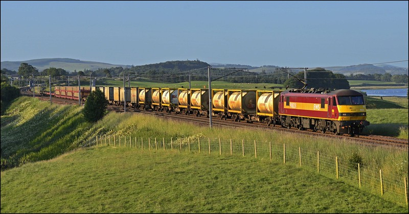 2017 07 17 .19.25 Mossend-Arpley southbound freight in the Upper Clyde valley.