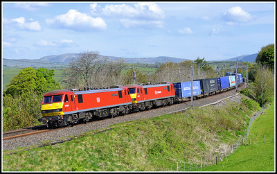 2017 05 04 90036+90018 on the 06.06 Mossend-Daventry empty containers.