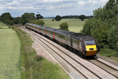 43301 & 43366 have charge of Cross Country's 06.32 Dundee to Plymouth HST service passing Willow Bottom Lane, Portway.