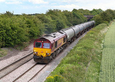66078 brings the 6E54 Kingsbury to Humber empty tanks past Willow Bottom Lane, Portway.