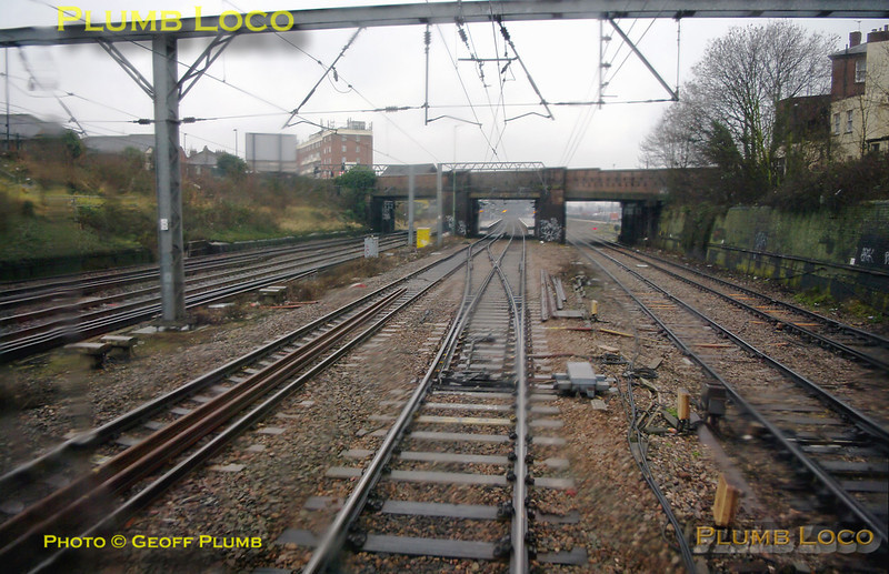 The train has now crossed from the Poplar Lines on the right to the up relief line of the GWML and is now about to cross to the down relief line at Poplar Junction, then through Acton Main Line station. 12:24, Thursday 4th February 2010. Digital Image No. GMPI4458.