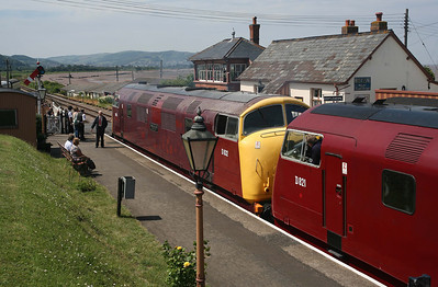D832 & D821 are ready to leave Blue Anchor for Minehead. 11/6/10