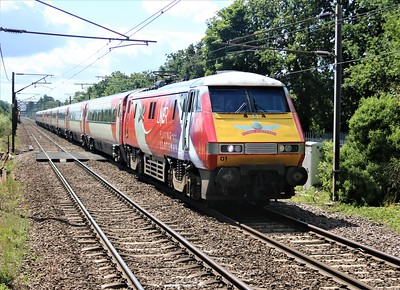 91101 passes Welwyn North at 1250 on 1D14 Kings Cross to Leeds   22/08/20
