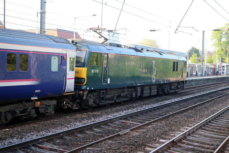 92018 0712/1M16 Inverness-Euston diverted sleeper passes Hatfield   07/05/18