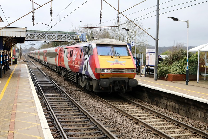 91101 passes Welwyn North 1117/1s13 Kings Cross-Edinburgh   02/04/18