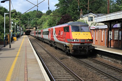 91105_82214 pass Welwyn North 1536/1E13 Edinburgh-Kings Cross   24/05/20