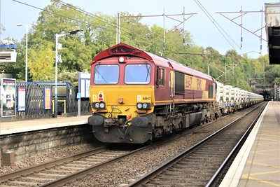66005 tnt 66147 passing Welwyn North 1015/6x66 Welwyn Garden City to Peterborough. This should have gone to Grain but there was a problem and it git recessed in Welwyn Yard, only to return the following day   10/10/20