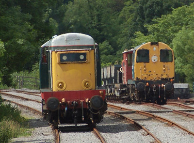 20166 running round its train at Redmire, with 20121 in the background.