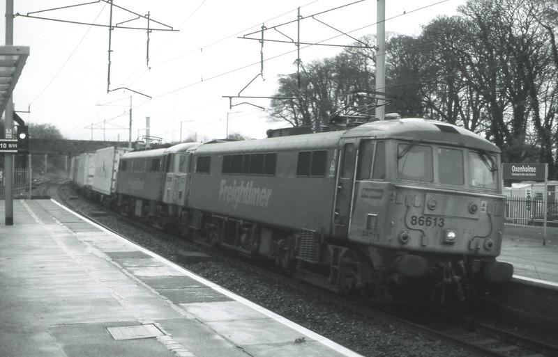 86613 and 86610 scream through Oxenholme with a Crewe-Coatbridge extra liner, 14/11/2015.