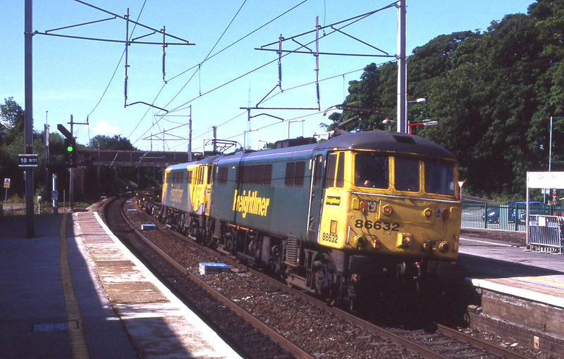 86632 and 86637 storm through Oxenholme with an extra morning empty freightliner from Crewe to Coatbridge, 18/6/2012.
