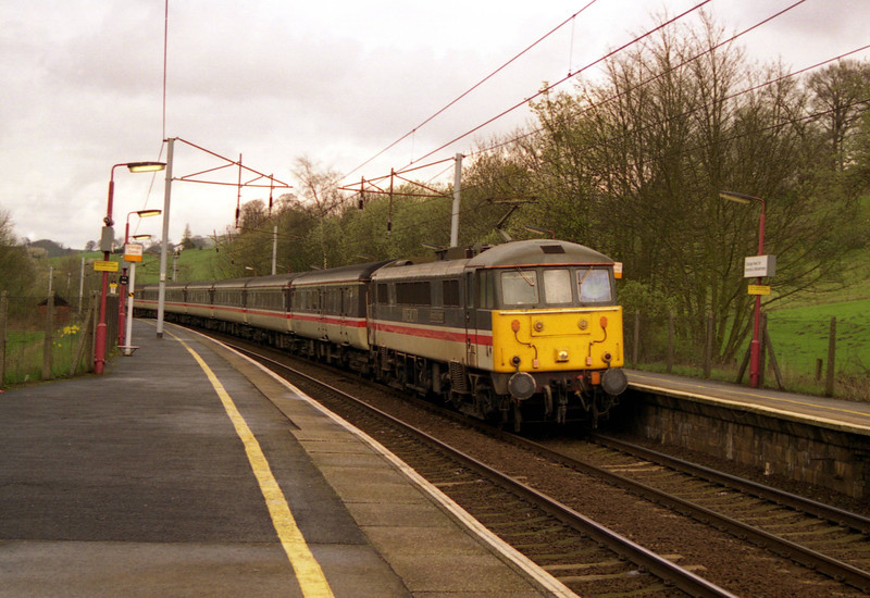 86240 Bishop Eric Treacy rolls into Oxenholme 6/4/1998