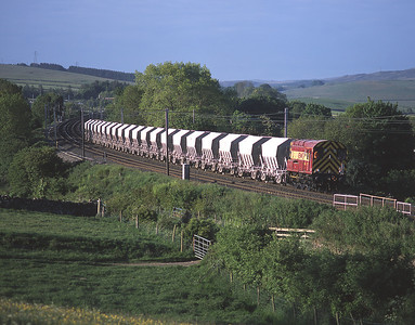 For a short time EWS experimented using shunters on the short trips between the lime works at Hardendale and Harrisons.  09020 was caught in early morning action on 26/5/04.