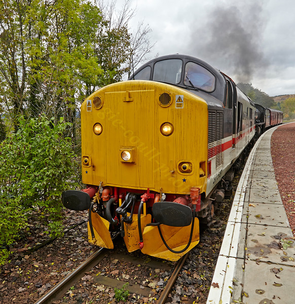 Diesel Locomotive Class 37 (37518) at Garelochhead - 26 October 2013