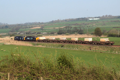 37087 and 37667 with their six FNAs head north. 19/04/11.