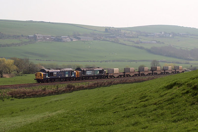 37087 Keighley & Worth Valley Railway and 37667 growl around the corner with a mega-haul of six FNA nuclear flasks on the diverted 6K73 1440 Sellafield BNFL - Crewe Coal Sidings. 19/04/11.