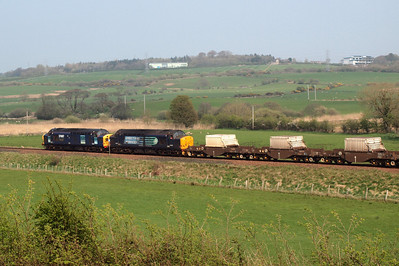 37087 and 37667 at the head of 6K73. 19/04/11.