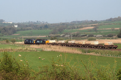 37087 and 37667 on 6K73. 19/04/11.