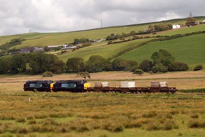 37218 and 37602 pass Low Walton (above the locos) and High Walton (above the last FNA wagon). 07/07/11.