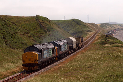 37229 and 37409 on 6C46 at Nethertown. 09/07/11.