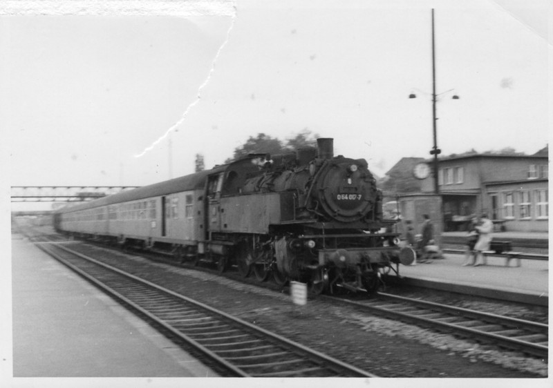 A photo slightly the worse for wear! 3 minutes after the previous shot and 2-6-2T 064.017-7 arrives into Bad JF on 30/05/68 with the 12 10 Osterburken to Bietigheim - which we caught the 7 miles to Heilbronn.