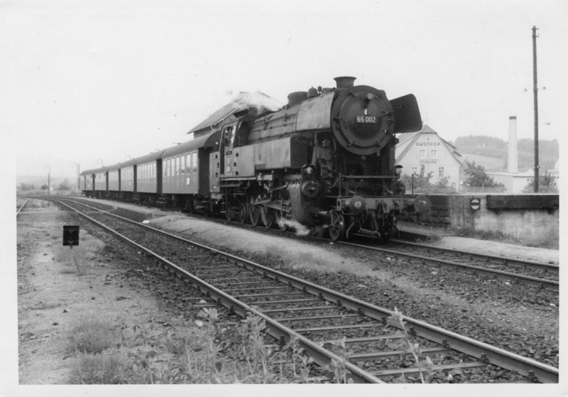 The end of the 10 mile branch, Furth, sees 65.002 resting after her efforts in May 68 - all members of the class being withdrawn within 5 years.