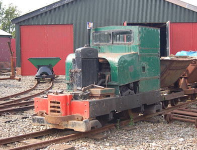 Another view of Motor Rail 8992/1946.