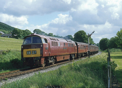 Well matched with the maroon stock comes D1041 'Western Prince' on the East Lancashire Railway at Townsend Fold. 8/6/94
