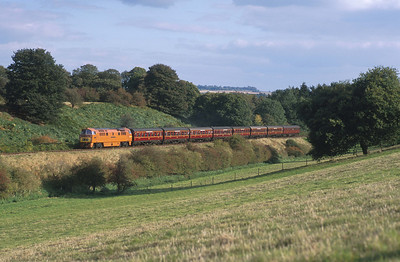 D1015 hums up the Severn Valley near Eardington with a matching rake of maroon liveried LMS coaches.