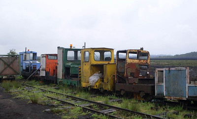 "The locos on the scrap line: from left to right  they are Esk (MR 7498/1940), Becky (MR 7215/1940), SO 39 (MR 7190/1937), Alan Keef 26/1988 and 87025"" (MR 22238/1965)."