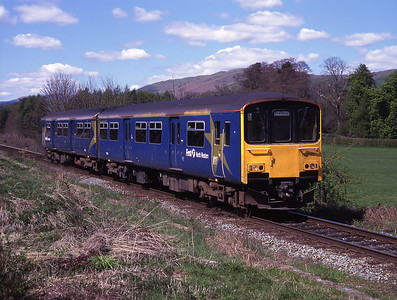 150145 approaches Burneside on the Windermere branch 6/5/01.