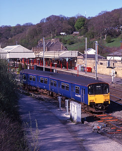 Plain blue liveried 150134 arrives in platform 3 at Oxenholme to form a Windermere service 6/5/01.
