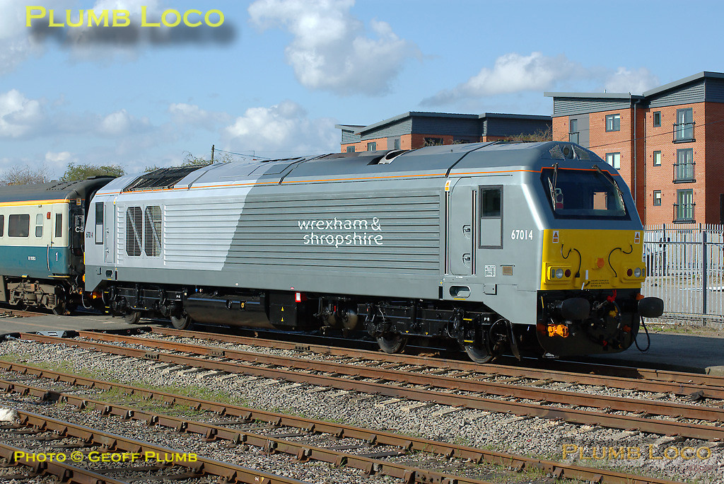 Wrexham & Shropshire Railway Class 67 No. 67014, newly outshopped from Toton in its dedicated livery is stabled on one end of the crew training train in the sidings at Banbury station, Friday 11th April 2008. Digital Image No. IMGP4484.