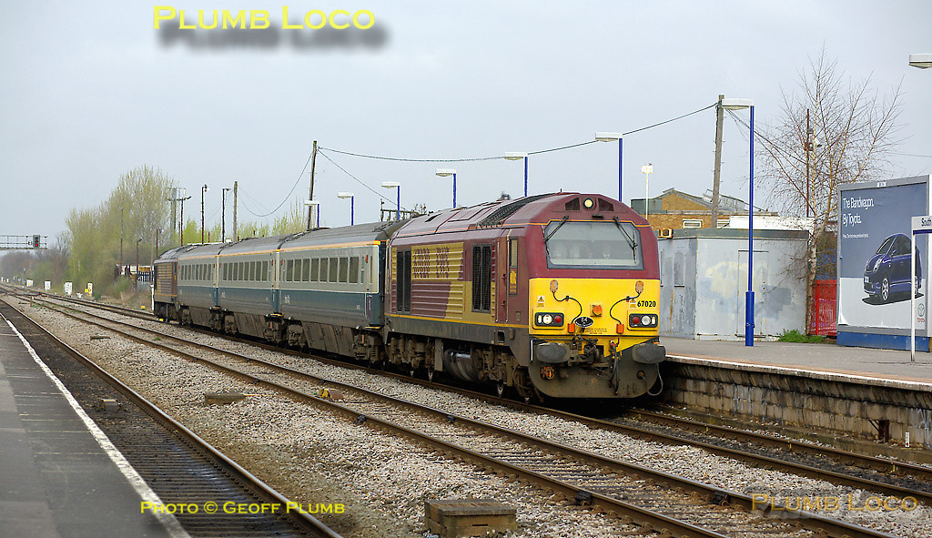 "67020 & 67003 are topping & tailing 5Z63, the 08:33 from Banbury, Wrexham & Shropshire crew trainer on the morning of Thursday 3rd April 2008. Once again the leading engine is carrying the ""84C Banbury Drivers"" headboard.The train had run in its normal path to this point and was now stopping at 09:38 to pick up a pilotman to take the train to East Ham, where it collected two more Cotswold Rail coaches. This move was supposed to have taken place the Friday before, 28th March 2008, but due to possible problems with gauging Mk.III coaches through the tunnels around Hampstead, the move was postponed at the last minute. Digital Image No. IMGP4361."