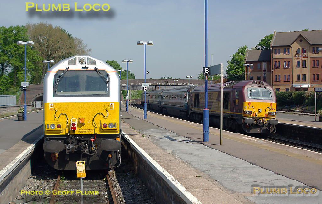 """W&S liveried 67012 stands in the north bay platform at Banbury with 67025 """"Western Star"""" on the front of the train. The pair had arrived in Banbury rather late as 1P01, the 05:42 Wrexham to Marylebone service which had been terminated at Banbury so that the train could pick up its return service as 1J81, 11:29 from Banbury (10:17 from Marylebone) more or less on time. As it was a three-coach formation it was short enough to fit in the bay and re-started its northbound service from this platform at 11:38 after passengers transferred from a northbound Chiltern train. The next southbound W&S service, 1P03, 07:25 from Wrexham to Marylebone arrives at platform 3 at Banbury with 67026 on the front and 67014 on the rear, a few minutes late at 10:28, Monday 12th May 2008. My first opportunity for two Wrexham trains in one shot! Digital Image No. IMGP4883."""