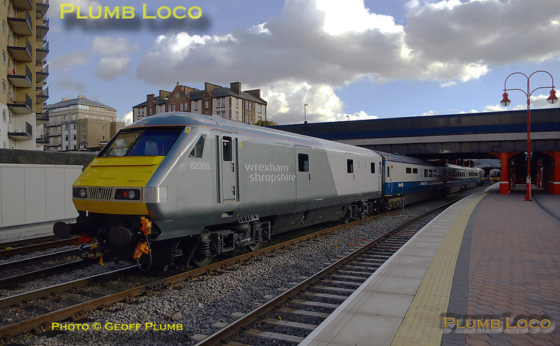 """W&S DVT No. 82305 is on the rear of 1P13, the 11:10 train from Wrexham, arriving into platform 4 at Marylebone with 67012 """"A Shropshire Lad"""" approaching the bufferstops at the head of the train, on time at 15:23 on Wednesday 22nd October 2008. Digital Image No. IMGP5047."""