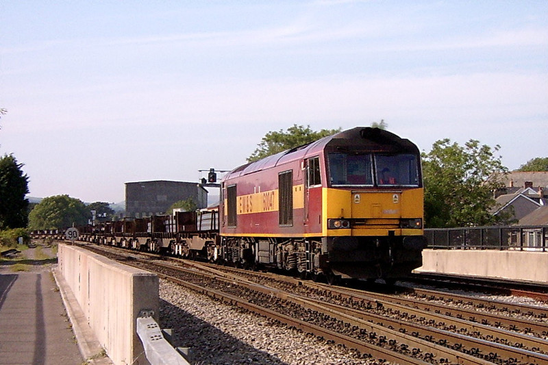 60047 at Bridgend 31/7/2004.