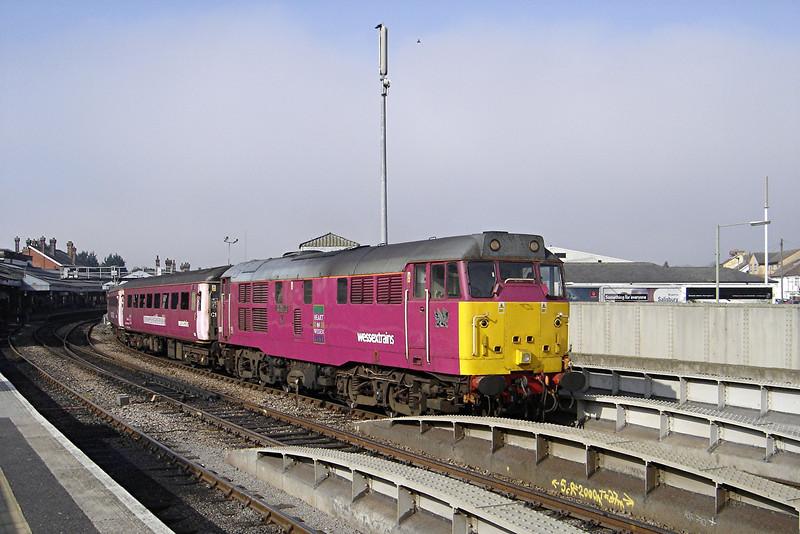 31601 08:50 Swindon to Southampton at Salisbury 19/03/2005.