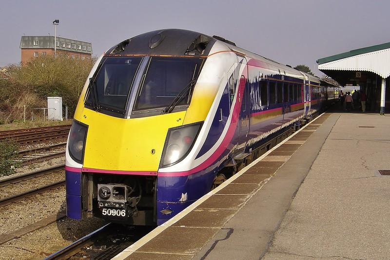 180106 11:35 Exeter St Davids to London Paddington at Westbury 19/3/2005.
