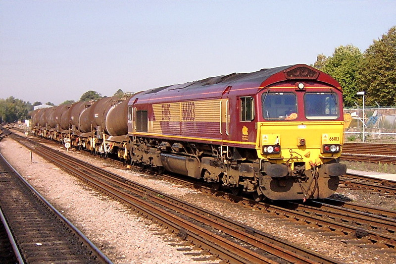 66183 6Y27 10:28 Quidhampton to Eastleigh Yard at Salisbury 6/9/2004.